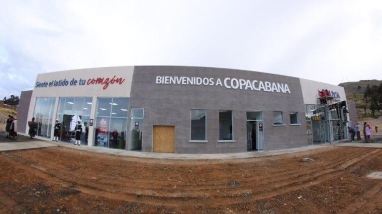 Bolivia inauguró un aeropuerto turístico en Copacabana, ciudad en la frontera con Perú