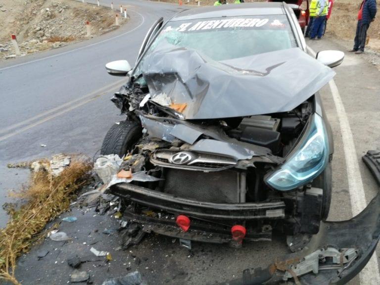 Camión y automóvil se estrellan en la costanera Ilo