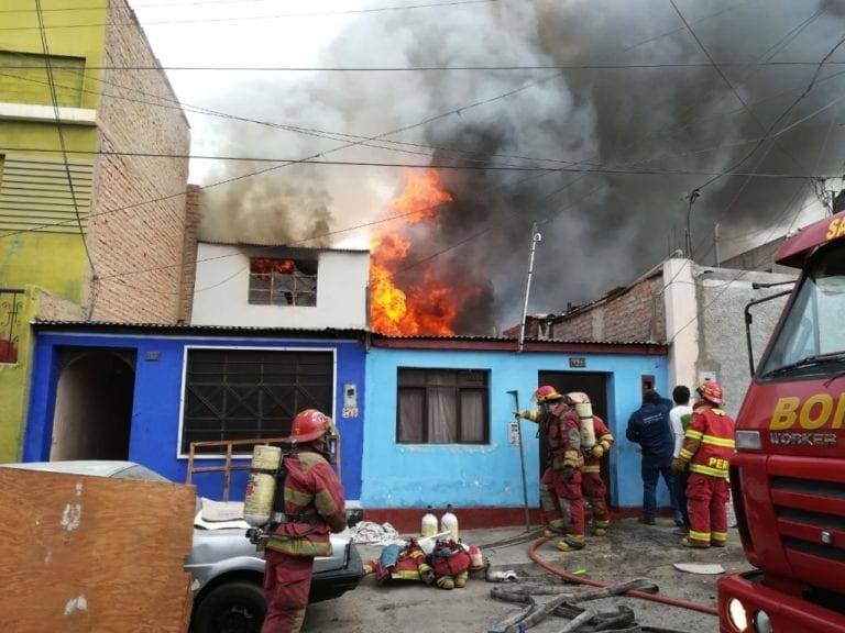 Dos familias lo pierden todo tras incendio de proporciones en Mollendo