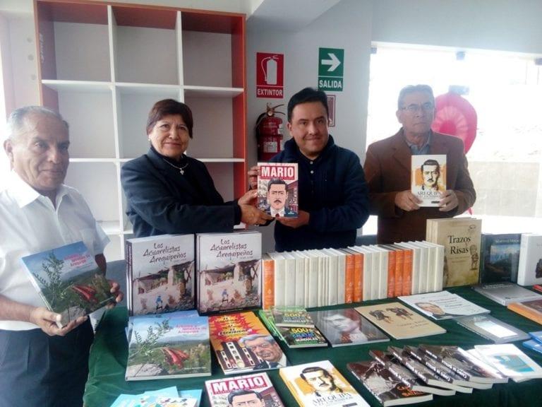 Entregan libros a biblioteca municipal de Mollendo
