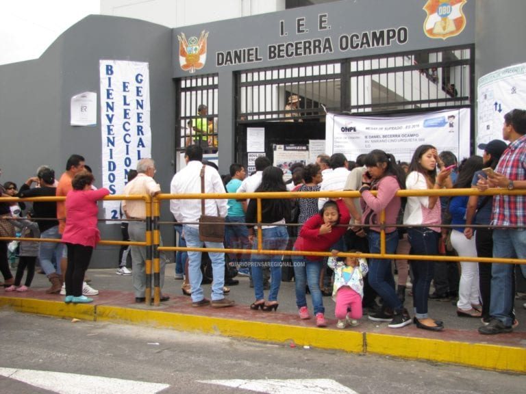 58 años celebra la I.E. Daniel Becerra Ocampo de Ilo