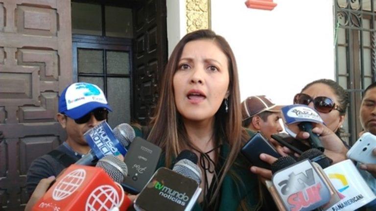 Solicitan 18 meses de impedimento de salida del país para ex gobernadora de Arequipa