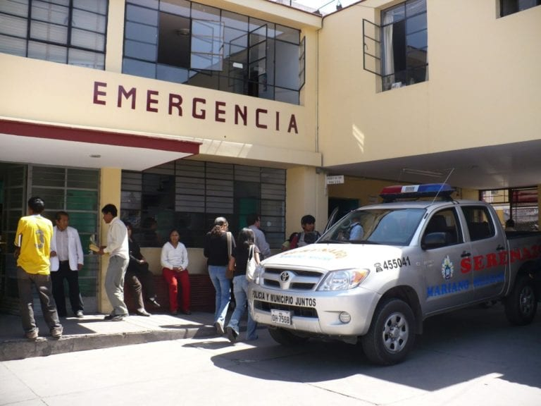 Trabajadores asistenciales del sector salud realizan plantón y marcha de protesta