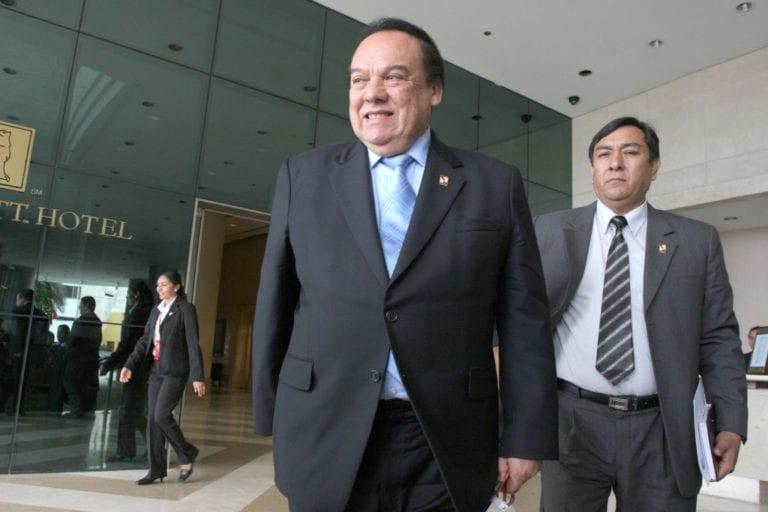 Poder Judicial evaluará impedimento de salida del país para exministro aprista Luis Alva Castro