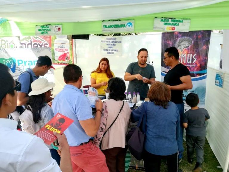 Daniel Reyes: cirujano dentista mollendino promueve consumo de agua de mar