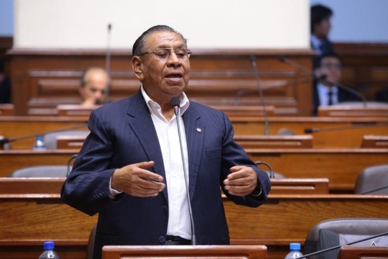 Congresista Apaza sostiene que el Gobierno estaría aceptando 'chantaje' de empresa minera