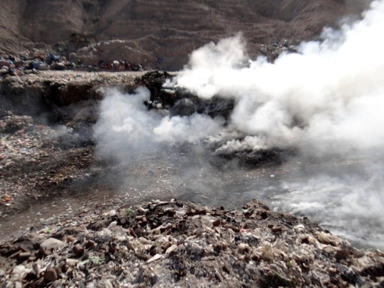 Nuevo incendio en el botadero municipal genera contaminación ambiental