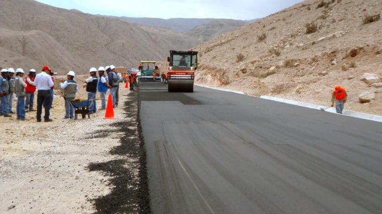 Se reinicia el asfaltado en tramo I de la carretera Moquegua-Omate-Arequipa
