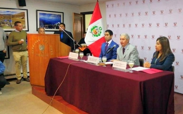 Alcalde Rivera expone bondades turísticas de Islay en Bolivia