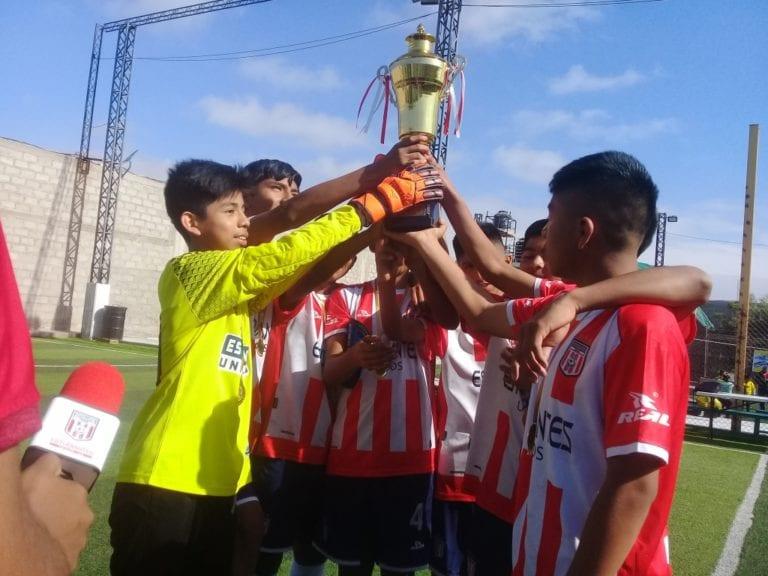 """Estudiantes se coronó campeón de la categoría 2005 del campeonato """"Chiribaya Ilo"""""""
