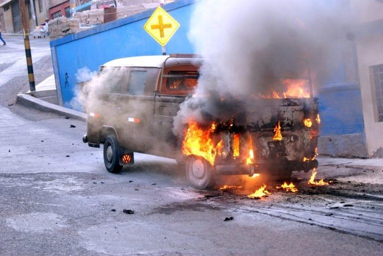Viejo Volkswagen termina en chatarra