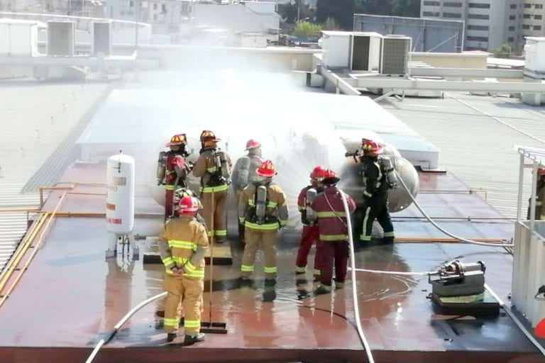 Real Plaza: bomberos controlan incendio en tanques de gas