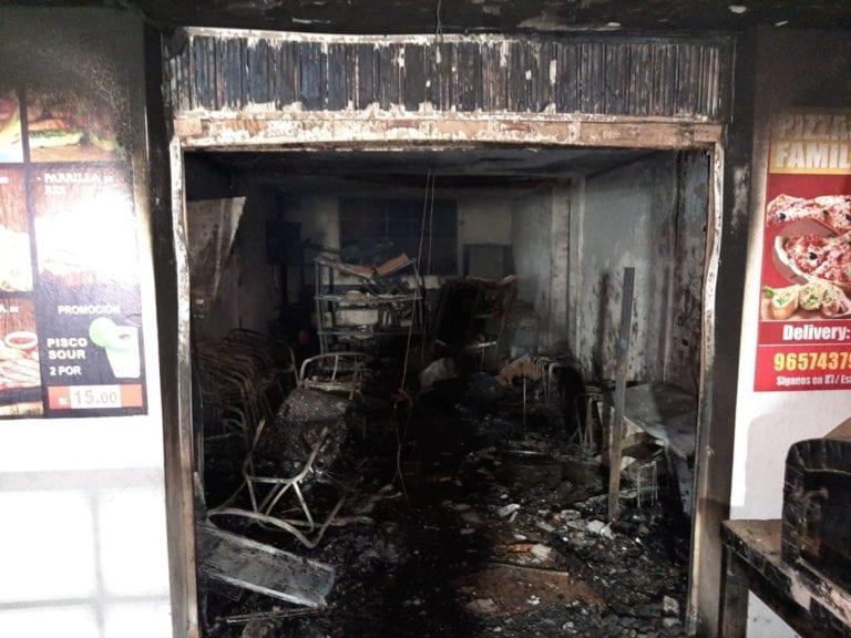 Explotó balón de gas: incendio consume restaurante en Islay-Matarani