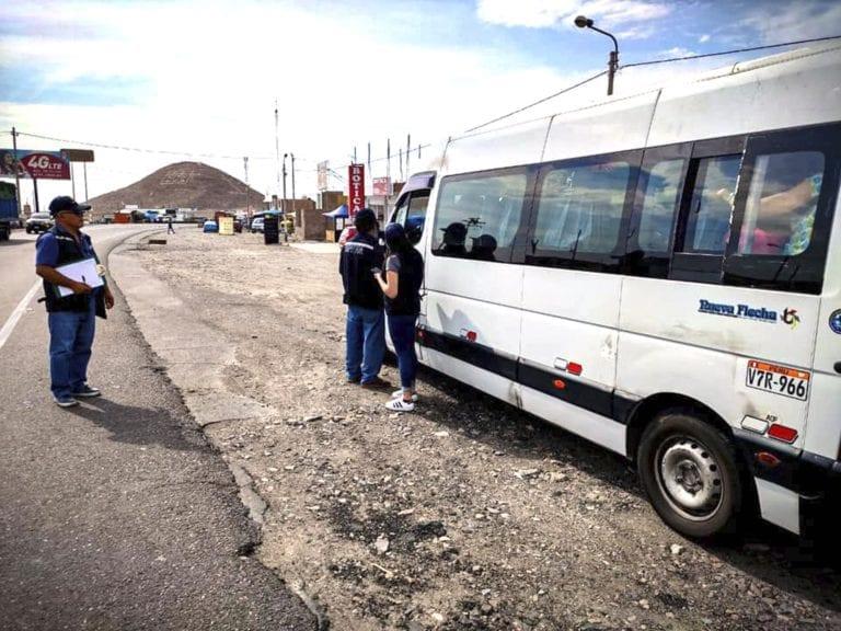 Transportistas informales de Mollendo y Arequipa no respetan bloqueo de transporte terrestre