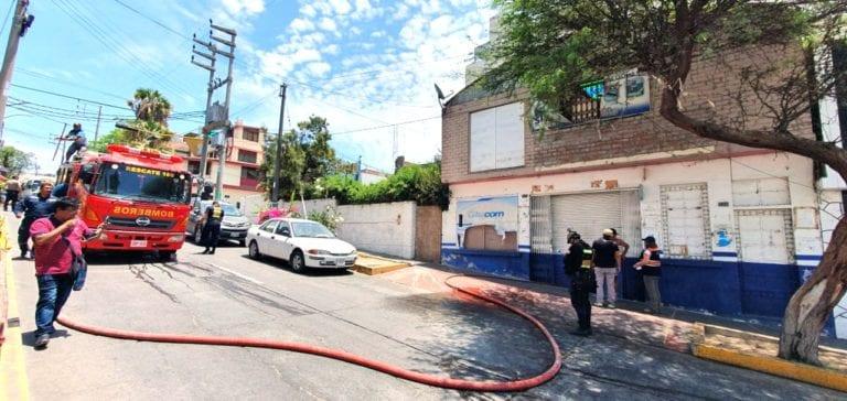 Amago de incendio se registra interior de ex ferretería de calle Ayacucho