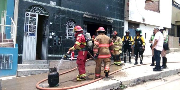 Fuga de gas provoca incendio en cocina de restaurant
