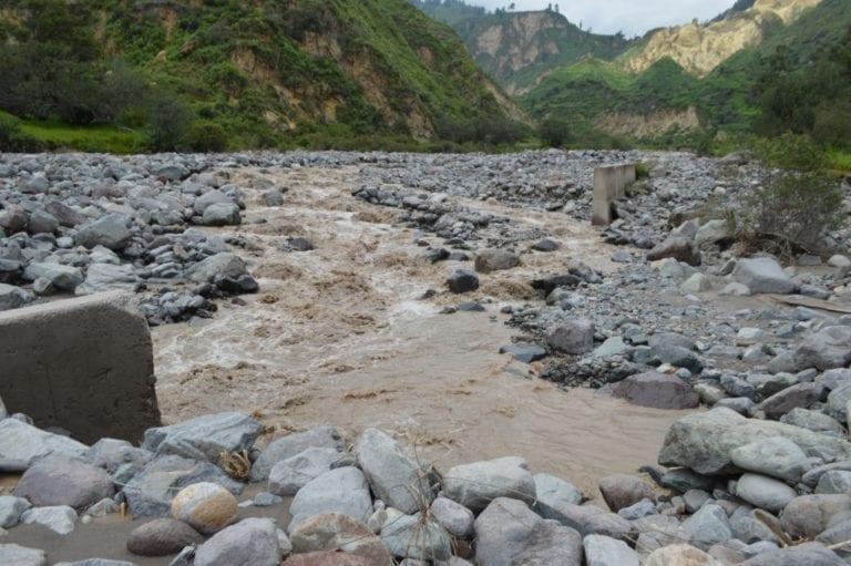 Desborde de rio Huatalaque hizo colapsar defensa ribereña