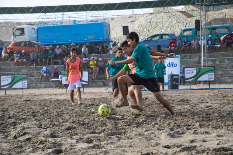 Gran final de campeonato de futbol playa en Pozo de Lisas