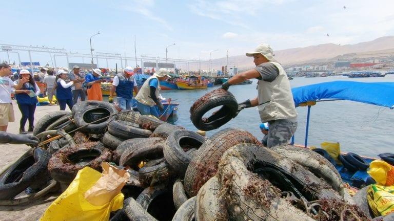 Realizan limpieza superficial y submarina en la bahía de Ilo