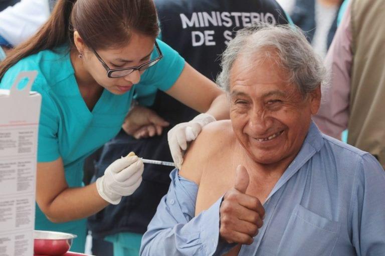 Minsa vacunará a cerca de dos millones de adultos mayores contra la neumonía