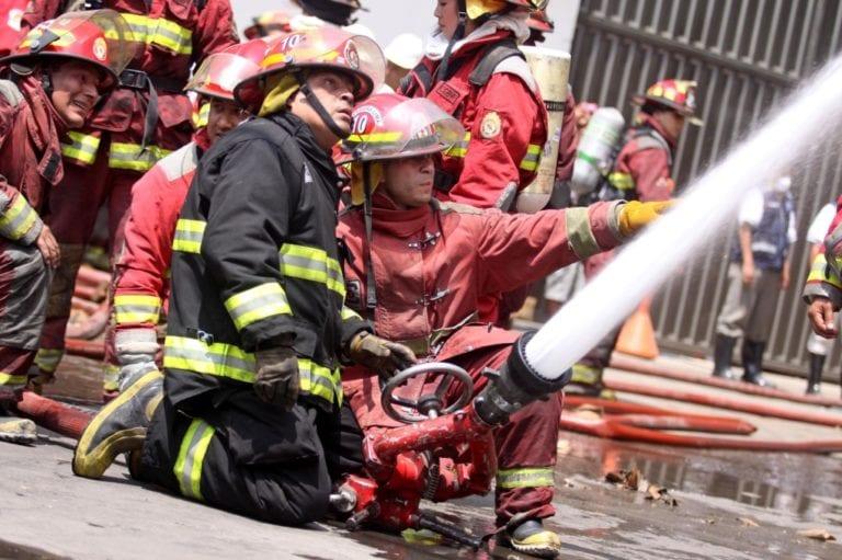 Descartan Covid-19 en seis bomberos de Arequipa