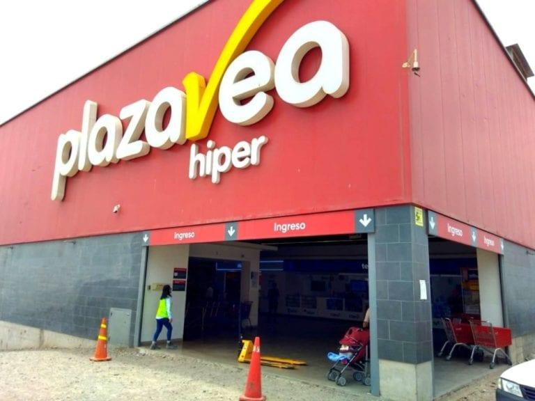 Sorprenden a pareja llevándose productos de Plaza Vea