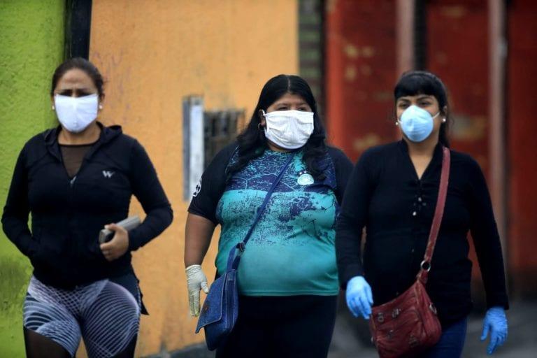 Coronavirus: Ejecutivo dispone que el uso de guantes sea obligatorio para ingresar a bancos y mercados