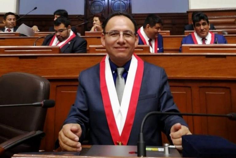 """Congresista Johan Flores apoya iniciativa para que el Estado """"rescate"""" a universidades privadas con licencia denegada"""