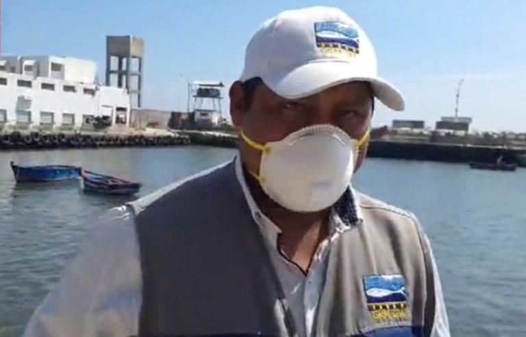 Pescadores utilizan deslizadero para mantenimiento de sus embarcaciones