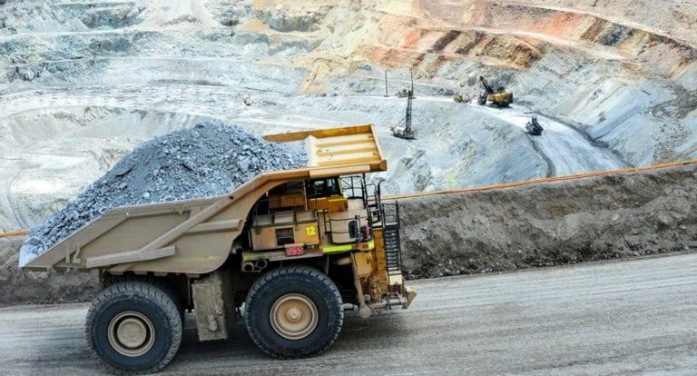 Sector minero anuncia compra de 100 mil vacunas en Comasurmin
