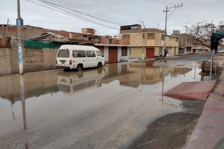 Tubería matriz de agua potable colapsa en Alto Ilo e inunda viviendas