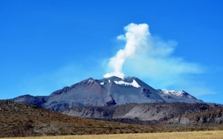 Nueva explosión del Sabancaya afecta ocho distritos del Valle del Colca