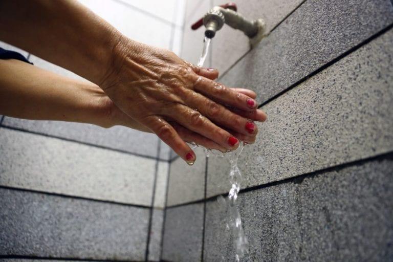 Servicio de agua no podrá ser cortado hasta después de 2 meses de emergencia