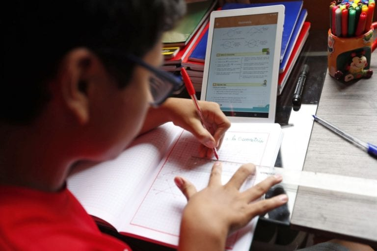 Ministerio de Educación cancela compra de tablets
