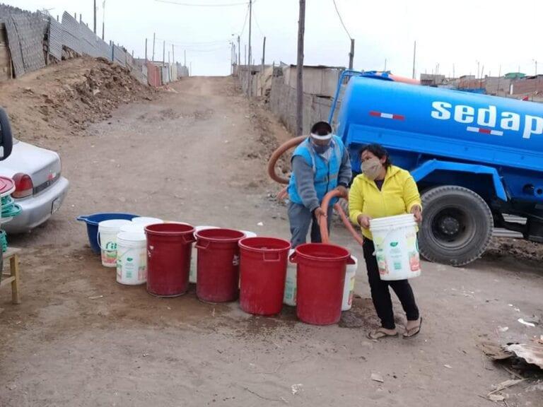 Municipios reparten agua potable a zonas más necesitadas
