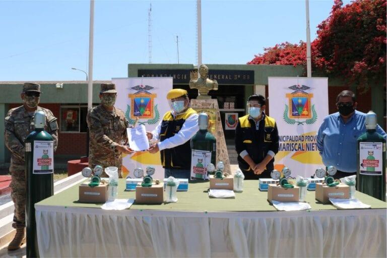 Alcalde entregó balones de oxígeno a policía, bomberos, EsSalud y ejército