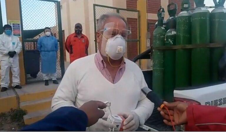 Mollendo: Ex alumnos de I.E. Deán Valdivia gestionan recarga de balones de oxígeno