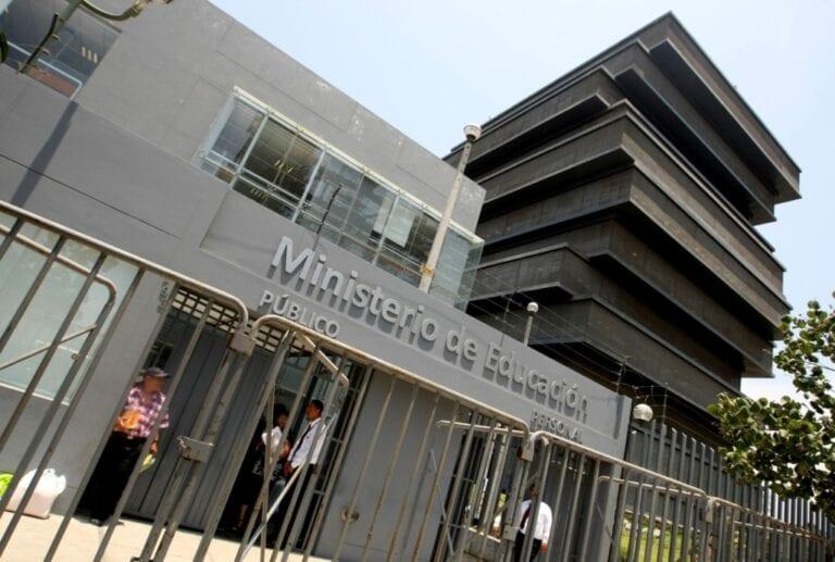 Norma sobre convenios de gestión no establece privatización de colegios públicos
