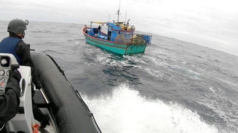 Armada chilena sorprende a embarcaciones peruanas dentro de la Zona Económica Exclusiva