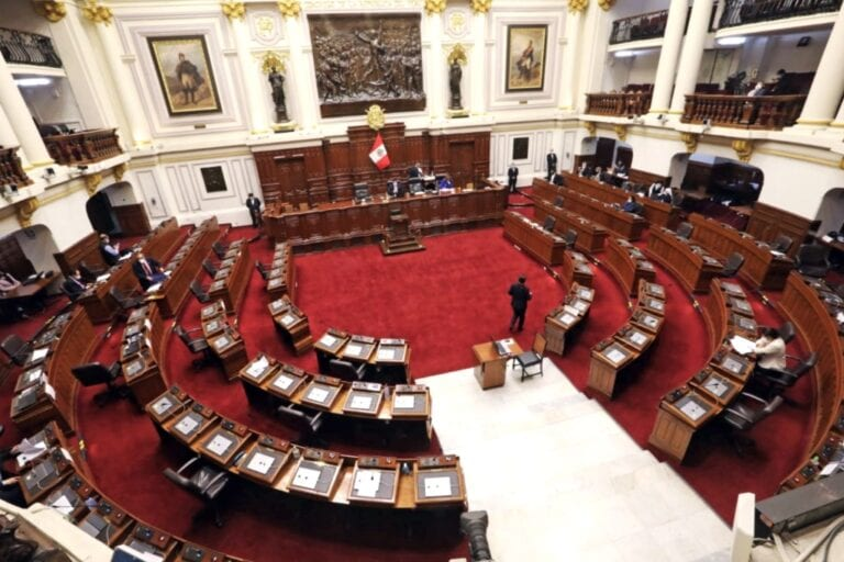 Congreso admite a debate moción de vacancia al presidente Martín Vizcarra