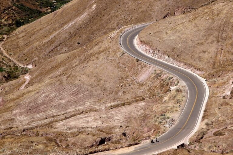 TRINQUETES POLÍTICOS:Nadie movió una piedra en la carretera