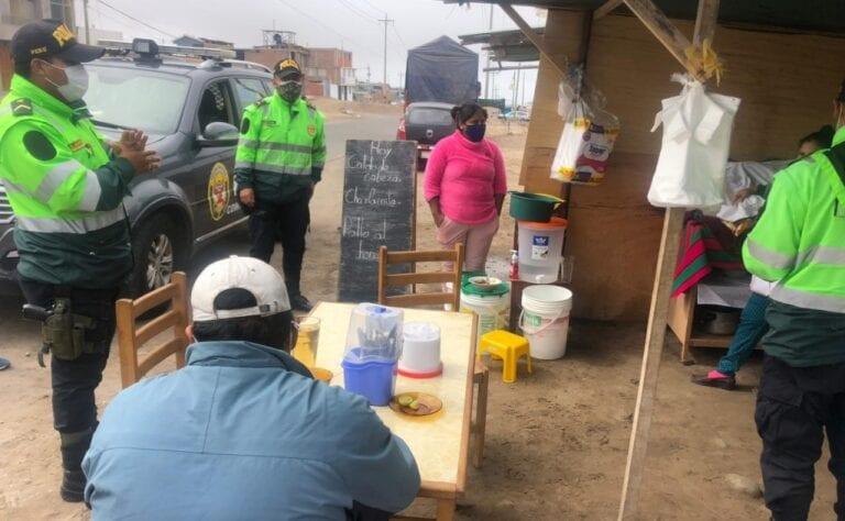 Mollendo: Policía desaloja a comerciantes que vendían comida en la vía pública