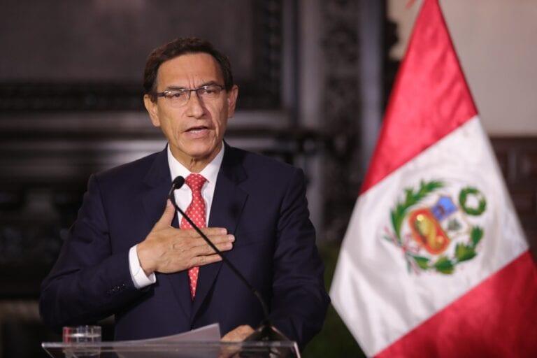 Presidente Martín Vizcarra denuncia complot contra la democracia