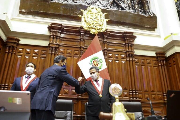 Presidente Vizcarra confirmó reunión con titular del Congreso para este lunes