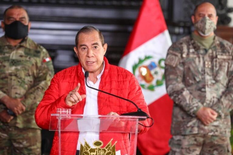 Walter Martos: «Hoy más que nunca debemos defender la democracia y gobernabilidad»