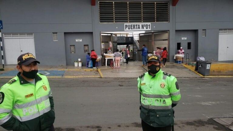 Mollendo: Policía nacional pone orden en comercio ambulatorio