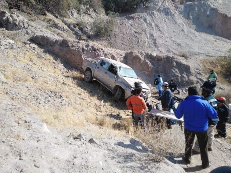 Camioneta vuelca en carretera Quinistaquillas y deja dos heridos
