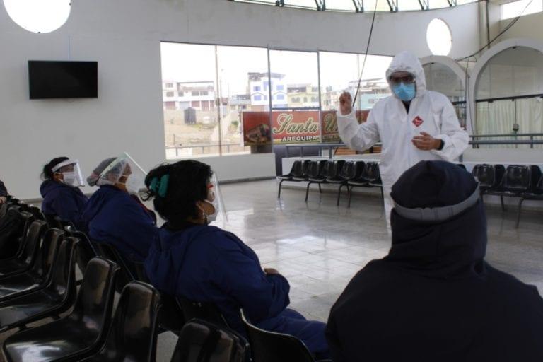 Red de Salud Islay capacita a personal del terminal terrestre de Mollendo