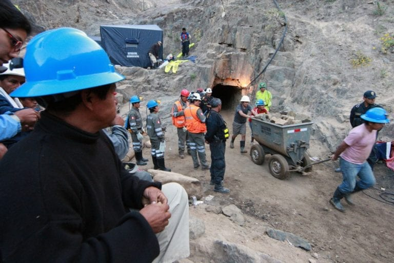 Dos mineros informales fallecen en derrumbe de mina en Cocachacra