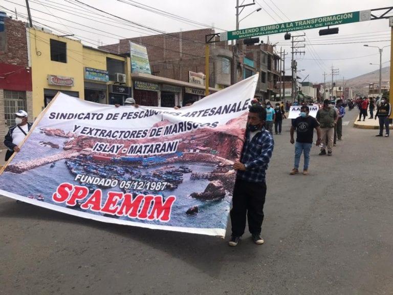 Paro indefinido: Masiva marcha de pescadores artesanales en Mollendo